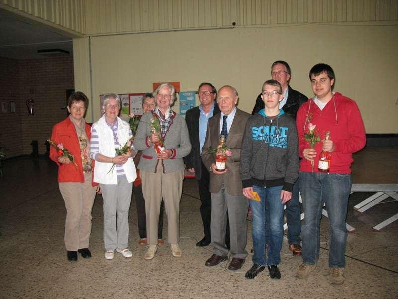 Hans-Jürgen Hugenschmidt mit den Jubilaren mit 10jährige Mitgliedschaft