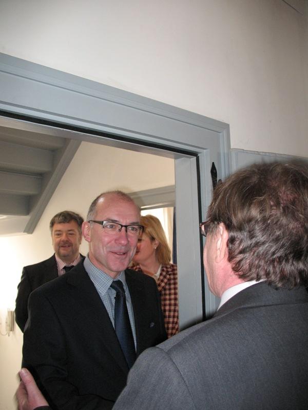 Hans-Jürgen Hugenschmidt begrüßt den Bürgermeister Bert Spilles