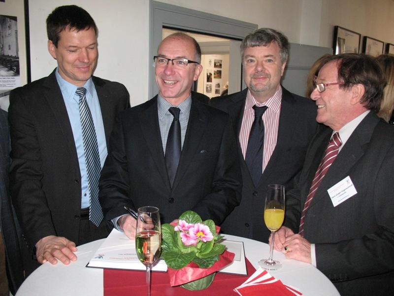Bürgermeister Bert Spilles, 1. Stellvertretender Bürgermeister Michael Sperling zusammen mit Hans-Jürgen Hugenschmidt und Frank Endrulat (2. Vorsitzender VFG)