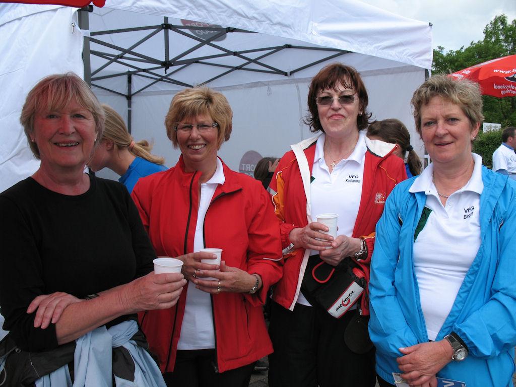 Die Nordic Walking Gruppe des VFG Meckenheim unter der Leitung von Heidi Wiens (links)