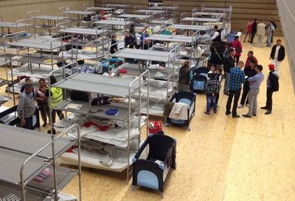 Aufnahme von Flüchtlingen in Sporthallen